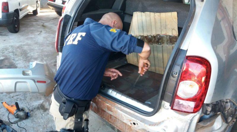 Polícia Rodoviária Federal apreende drogas em fundo falso de veículo, na BR-386, em Sarandi
