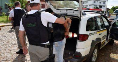 Homem se entrega à polícia depois de quatro horas em FW
