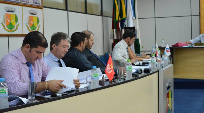 Turno único e pavimentação asfáltica entre os projetos aprovados na Câmara de Palmeira das Missões