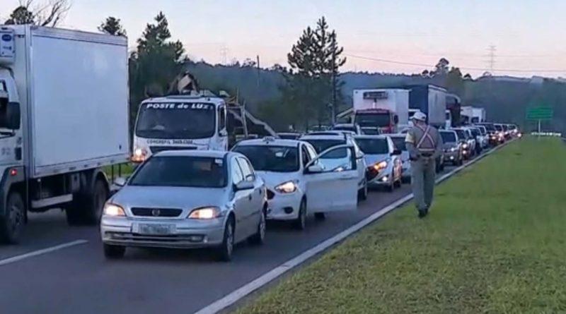 Caminhoneiros realizam protestos em rodovias do RS após aumento do valor de combustíveis