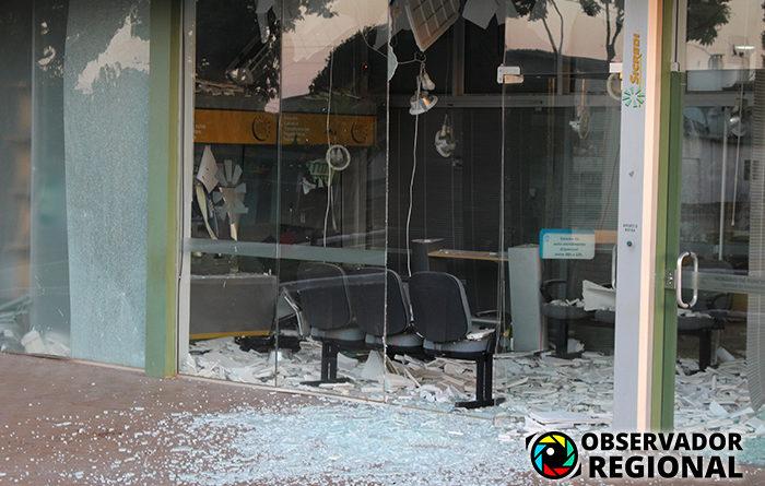 Criminosos usam explosivos para atacar duas agências bancárias em Redentora