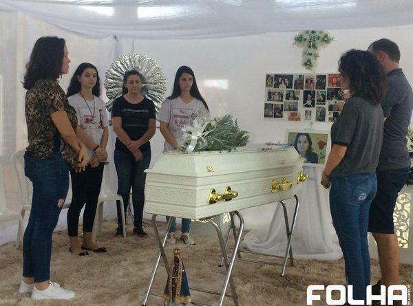Restos mortais de Sandra são  sepultados