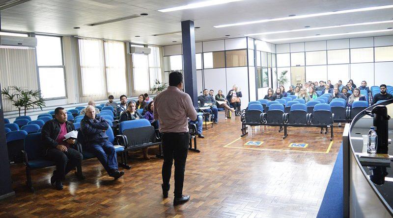 Educadores,candidatos e  conselheiros tutelares participam de capacitação sobre a FICAI