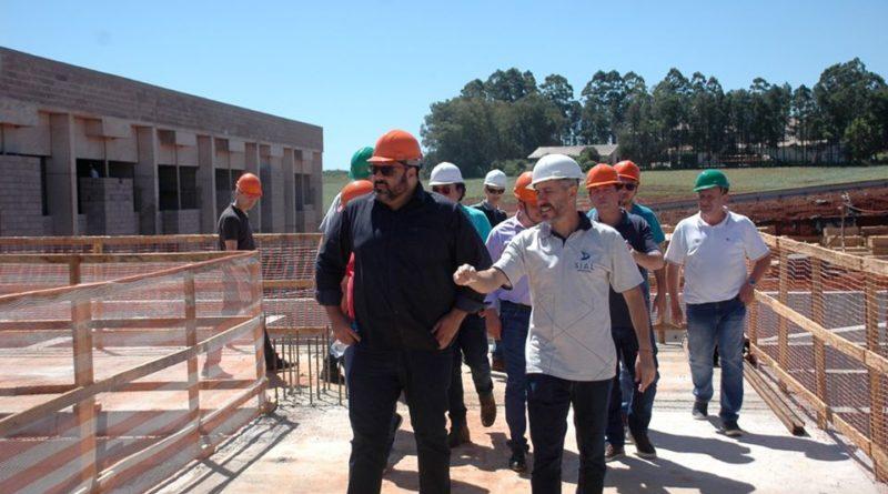 Autoridades Municipais visitam obras do HPR